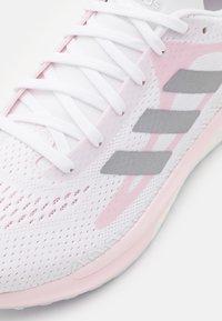 adidas Performance - SOLAR GLIDE 3 - Chaussures de running neutres - footwear white/silver metallic/fresh candy - 5