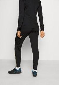 Nike Performance - ACADEMY 21 TRACKSUIT - Treningsdress - black/saturn gold - 6