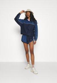 adidas Originals - Short en jean - indigo/bahia blue - 1