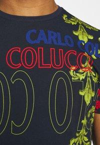 Carlo Colucci - UNISEX - Print T-shirt - navy - 5