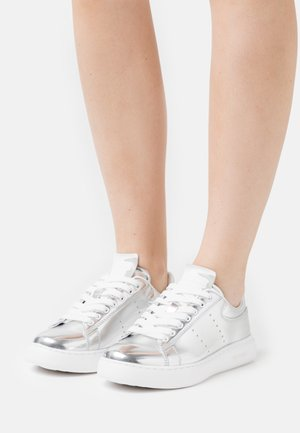 YRIAS METALLIC - Sneaker low - silver