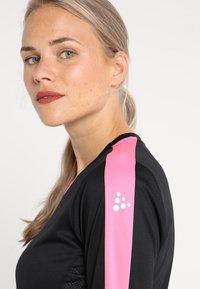 Craft - PROGRESS CONTRAST - T-shirt de sport - black/pop - 4