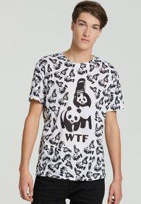Mr. GUGU & Miss GO - Print T-shirt - white - 1