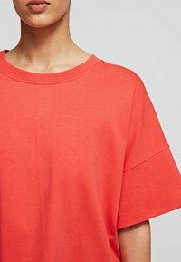 KARL LAGERFELD - RELAXED FIT  - T-Shirt basic - tangerine - 4