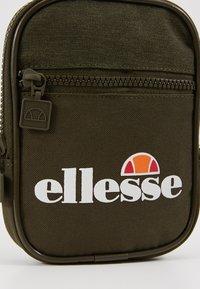 Ellesse - TEMPLETON - Across body bag - khaki - 7