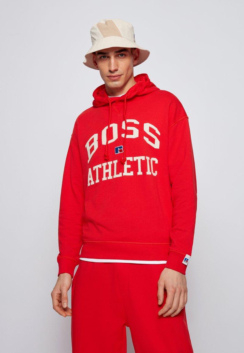 BOSS - Hoodie - red