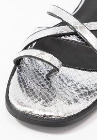 Hot Soles - Sandaler m/ tåsplit - silver - 2