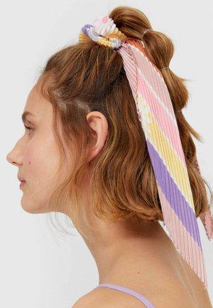 Akcesoria do stylizacji włosów - pink