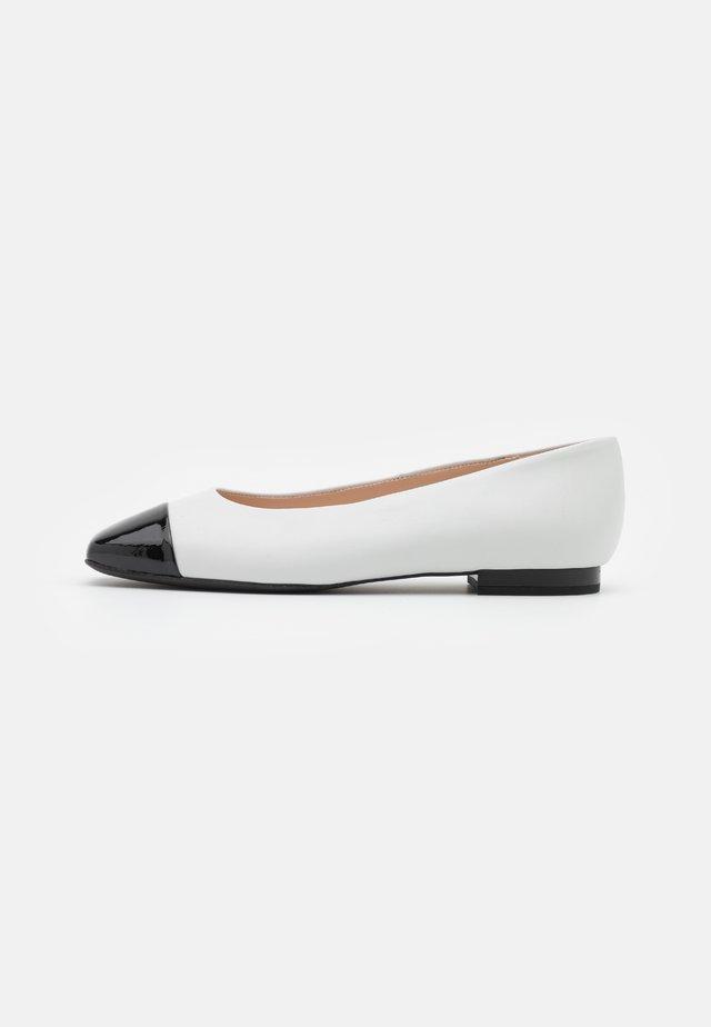 KAYSERI - Ballerinasko - schwarz/weiß
