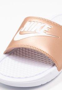 Nike Sportswear - BENASSI JUST DO IT - Pool slides - white/metallic red bronze - 2