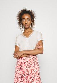 ONLY - ONLFREE LIFE MIX  - Print T-shirt - cloud dancer - 0
