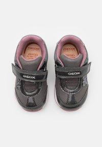 Geox - RISHON GIRL - Sneakers laag - dark grey - 3
