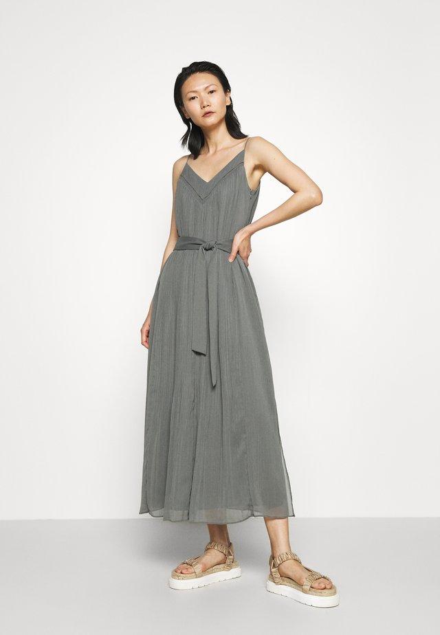 PLEATED V NECK DRESS - Vestito elegante - castor grey