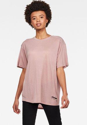 WEIR UTILITY LOOSE - Basic T-shirt - purple