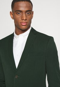 Isaac Dewhirst - THE FASHION SUIT  - Kostym - green - 6
