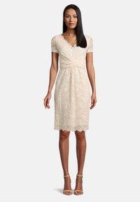 Vera Mont - FIGURBETONT - Shift dress - tapioca - 0
