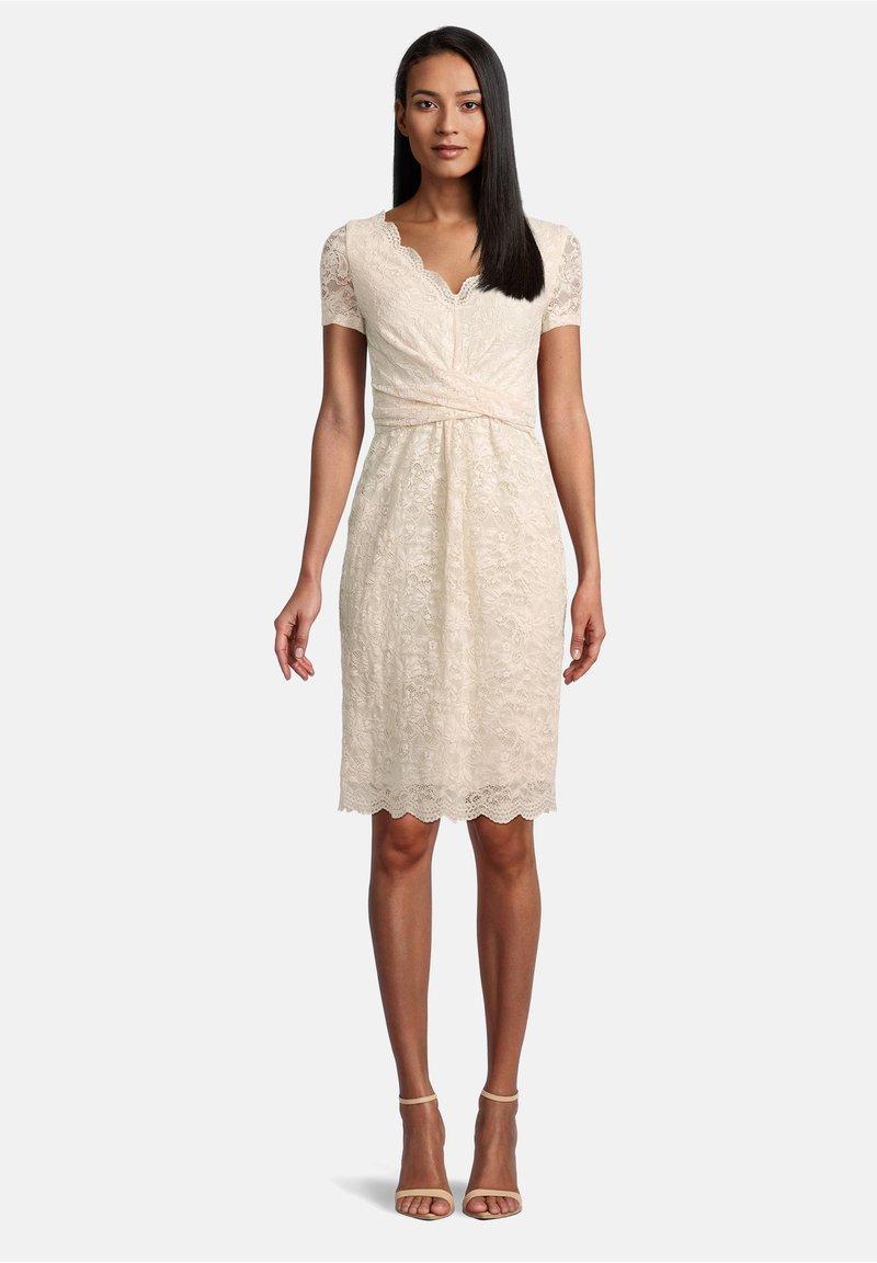 Vera Mont - FIGURBETONT - Shift dress - tapioca