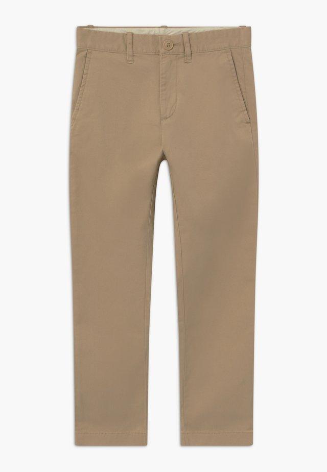 Pantalones chinos - british khaki