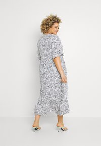 Glamorous Curve - TIERED DRESS WITH SLEEVES - Day dress - white - 2