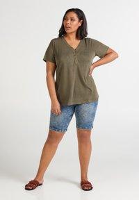 Zizzi - MAMY - Basic T-shirt - ivy green - 1