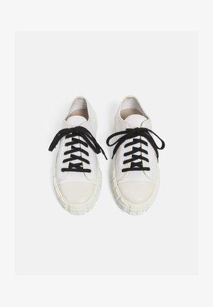 MIJAS - Sneakersy niskie - white