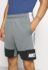 Nike Performance - DRY SHORT 5.0 - Pantaloncini sportivi - smoke grey/black/white - 3