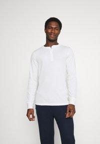Jack & Jones - JACHENRIK 2 PACK - Pyjama top - grey melange/blanc de blanc - 0