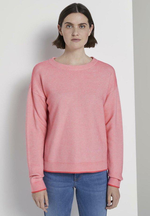 PULLOVER & STRICKJACKEN ZWEIFARBIGER STRUKTURIERTER PULLOVER - Sweter - charming pink