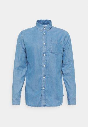 SLHREGSTANLEY SHIRT - Košile - light blue denim