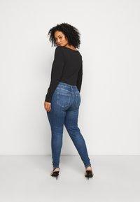 Pieces Curve - PCDELLY  - Jeans Skinny Fit - medium blue denim - 2