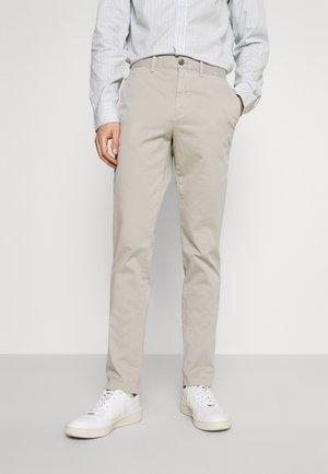 BLEECKER FLEX - Pantalon classique - sand