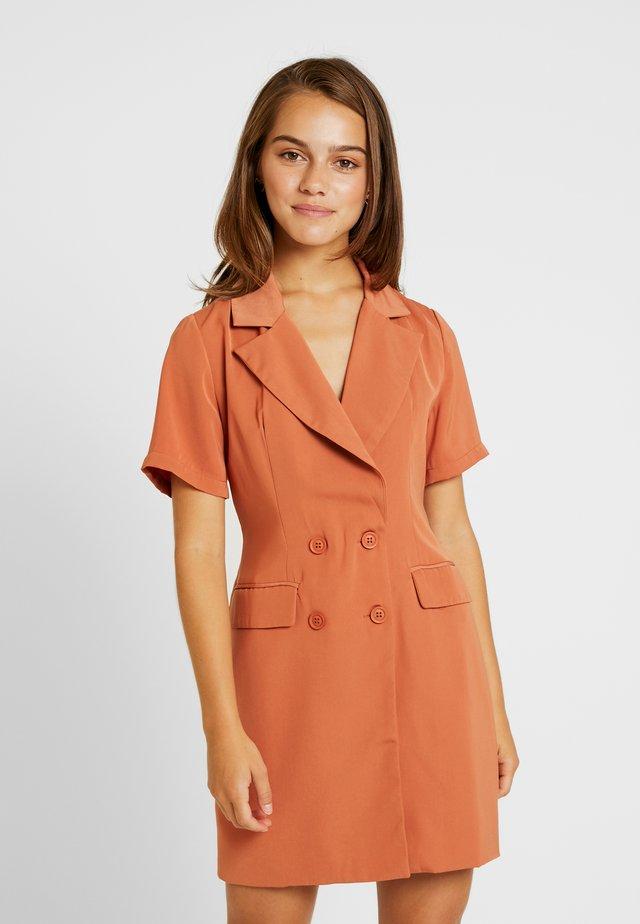 Sukienka etui - rust