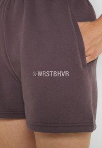 WRSTBHVR - JUNE WOMEN - Shorts - plum grey - 4