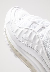Nike Sportswear - AIR MAX 98 - Zapatillas - white/pure platinum/black/reflect silver - 8