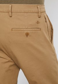 DOCKERS - SMART FLEX TAPERED - Pantalones chinos - ermine - 5