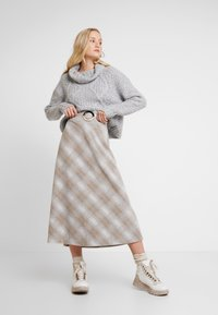 Lounge Nine - CHICILN TREND SKIRT - Áčková sukně - light grey melange - 1