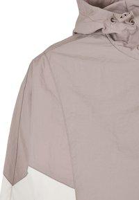 Urban Classics - CRINKLE BATWING  - Outdoor jacket - duskrose/whitesand - 6