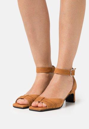 SLFMALLE HEEL - Sandales - brown