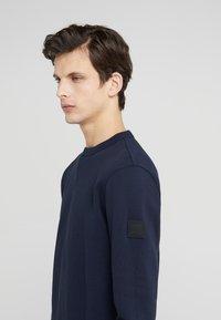 BOSS - WALKUP - Sweatshirt - dark blue - 4