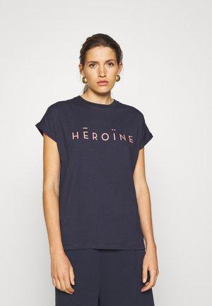 HĒROÏNE - T-shirt print - midnight
