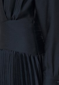 Scotch & Soda - FEMININE DRESS WITH PLEATED SKIRT IN STRUCTURED QUALITY - Cocktail dress / Party dress - night - 6