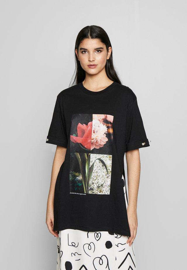 MINTIE - T-shirt con stampa - black