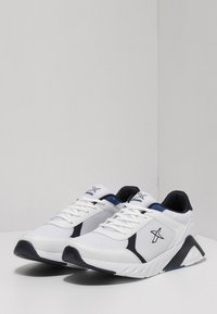 kinetix - Trainers - white - 1