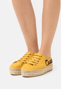 Macarena - PATRI  - Volnočasové šněrovací boty - mostaza - 0