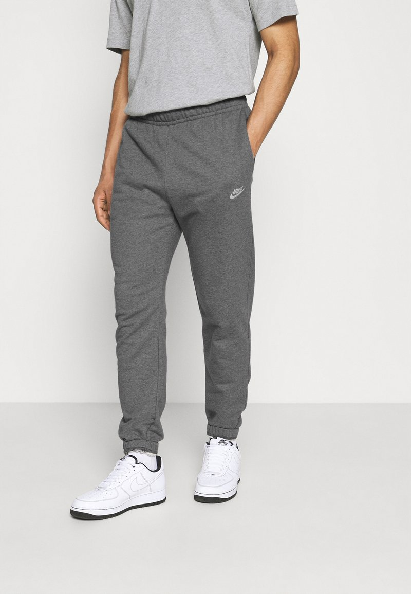 Nike Sportswear - CLUB PANT - Träningsbyxor - charcoal heathr/anthracite/white