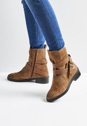 Kotníkové boty - camel