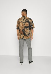 Only & Sons - ONSDION TIE DYE POPLIN - Shirt - incense - 2