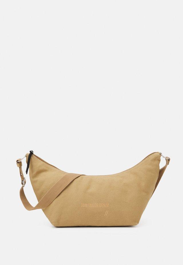 LIA - Taška spříčným popruhem - camel