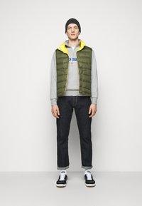 Polo Ralph Lauren - DENVER VEST - Waistcoat - dark sage/slicker yellow - 1
