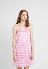 HOSBJERG - NORA LOGO DRESS - Jerseykjoler - pink - 0